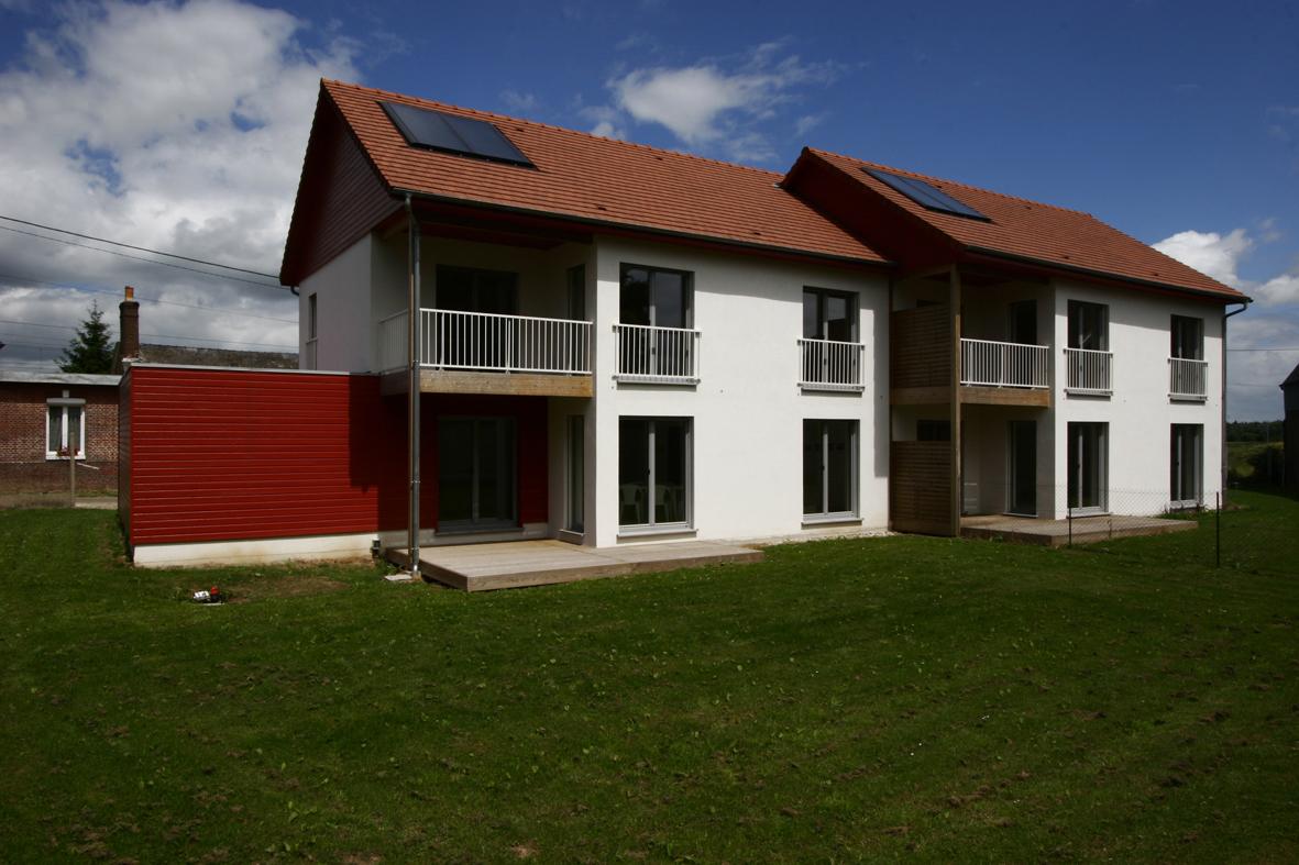 Pavillons ˆŽnergie passive faade Sud panneaux solaires thermiques